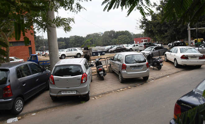 MC inspects parking lots in Sector 17, warns violators