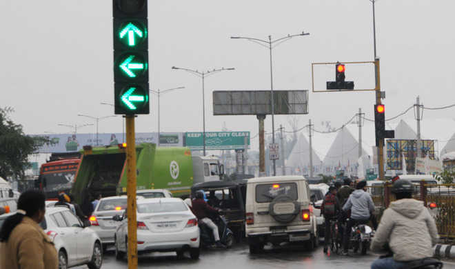 Dysfunctional traffic signals leave commuters baffled