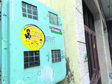 Posters, banners come up on buildings sans RO nod