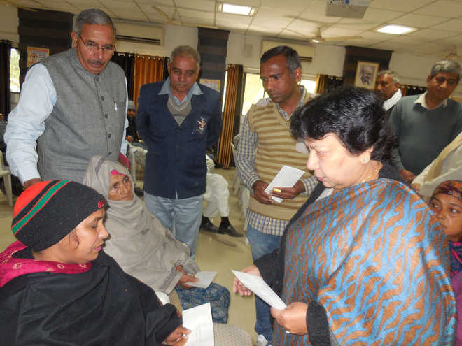 Martyrs' families get financial assistance on 'Vijay Diwas'