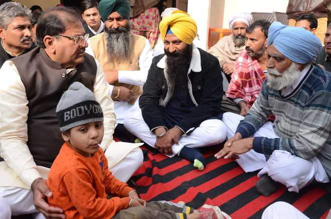 Govt's duty to take care of Sepoy's family: Abhay