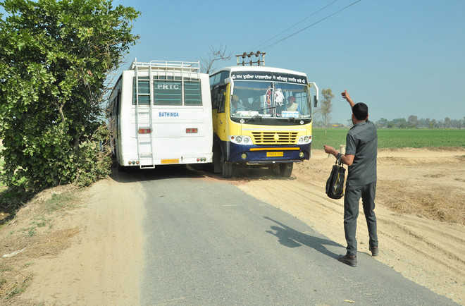 Farmers say dust damaging crops, want link road widened