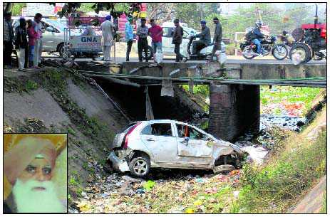 2 of family killed, 2 hurt in accident