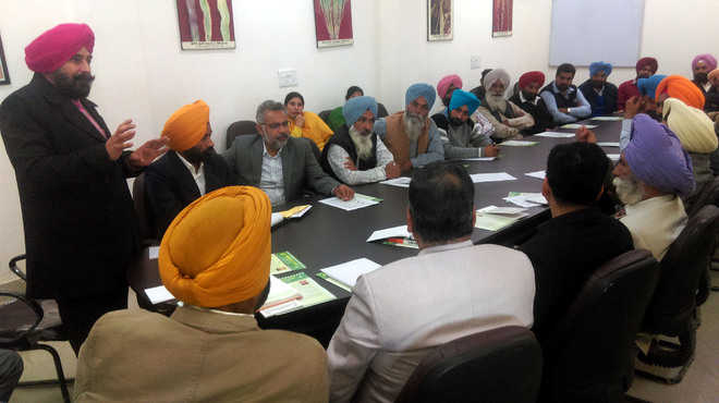 Farmers discuss crop-related issues