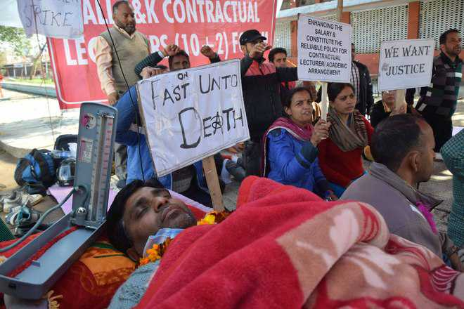 Day 6: Contractual staff's hunger strike continues