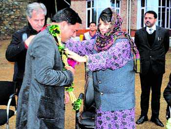 Congress leader from Budgam joins PDP