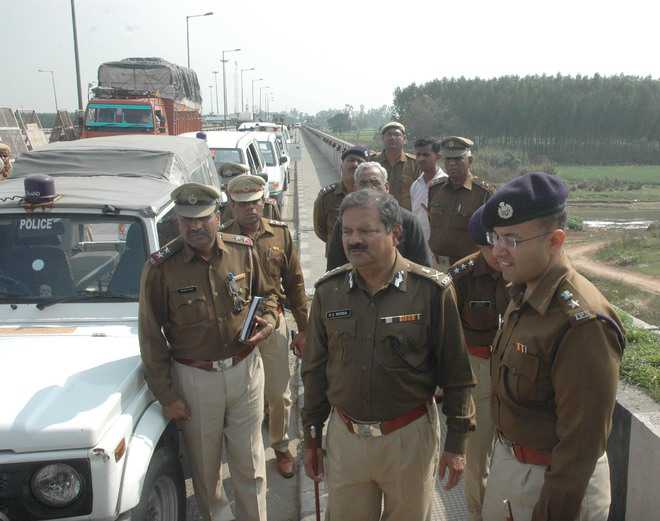 ADGP inspects bandobast on Punjab border