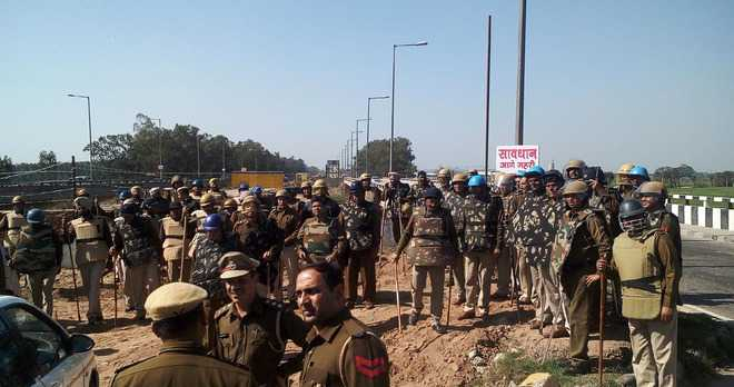 SYL: State border turns fortress for INLD march
