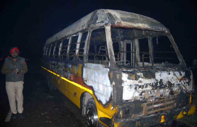 Private bus catches fire following short circuit