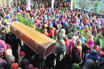 Kashmiri soldier's death benumbs Anantnag village