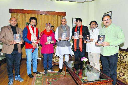 Motivate youth to shun social evils: Guv to musicians