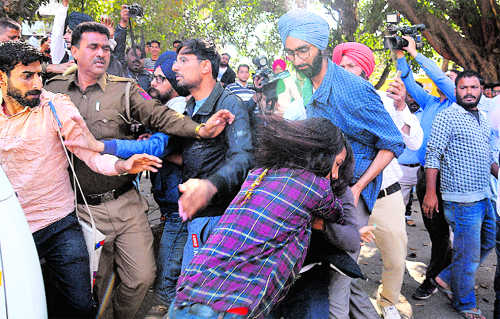 ABVP, SFS supporters clash on PU campus