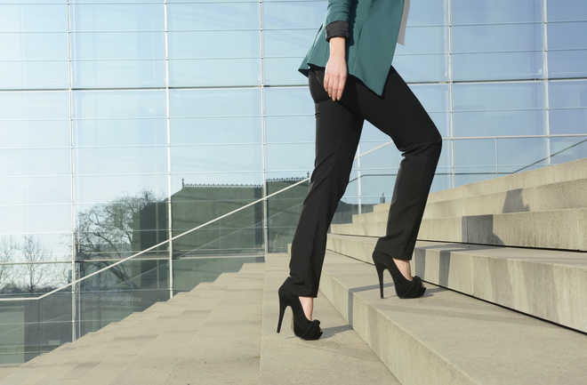 Skinny jeans, high heels may impact women's health
