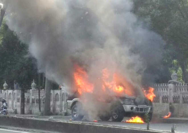 Mahindra Scorpio gutted in fire, occupants safe