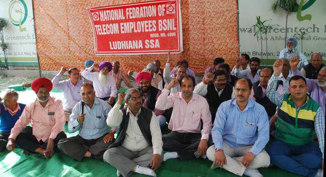 BSNL employees stage protest