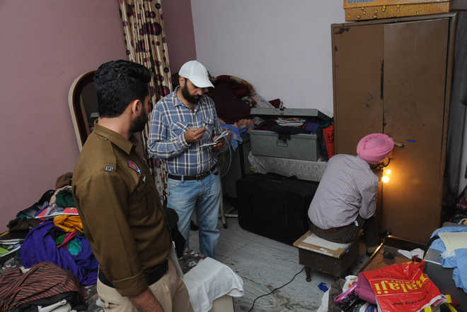 Thieves strike at house in Ganesh Nagar, decamp with gold jewellery, cash