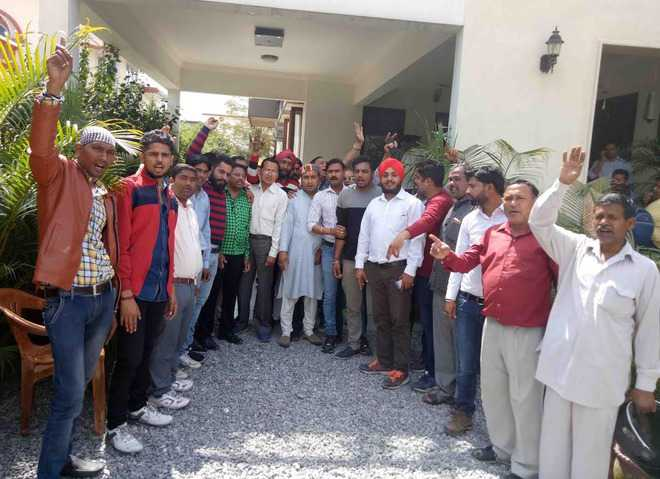 Protest for ministerial berth for Kapoor