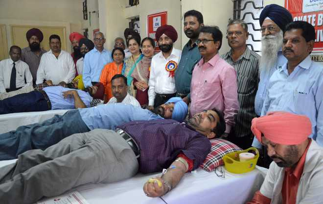 102 donate blood at camp by BSNL employees