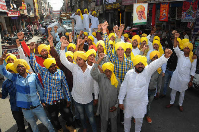 City remembers martyrs with devotion, patriotic fervour