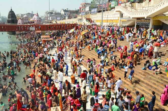 Thousands take holy dip on first day of Navratris