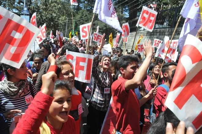 SFI activists protest fee hike