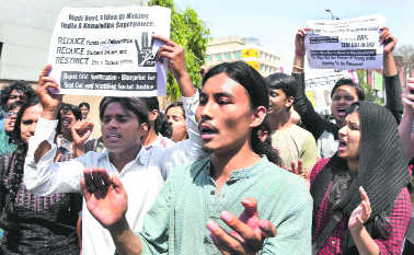New admission policy: JNU students protest at UGC office