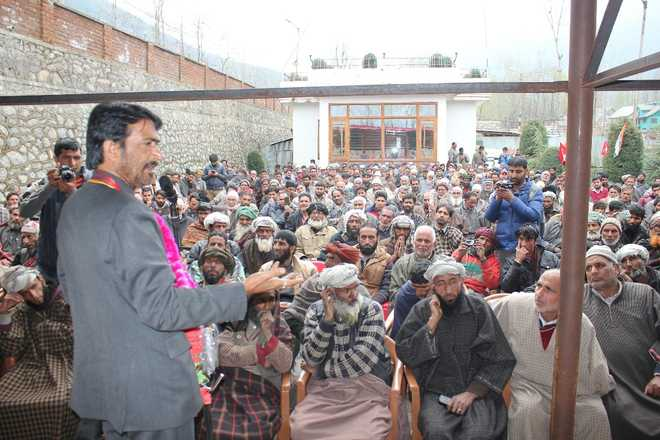 On poll trail, Mir lashes out at 'opportunist' PDP