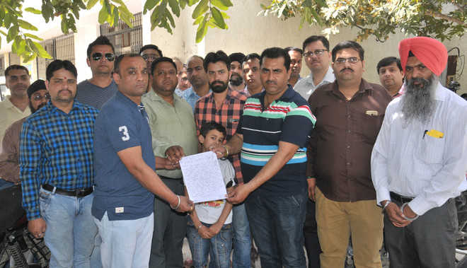 Parents' body for action against school, gives memo to DC