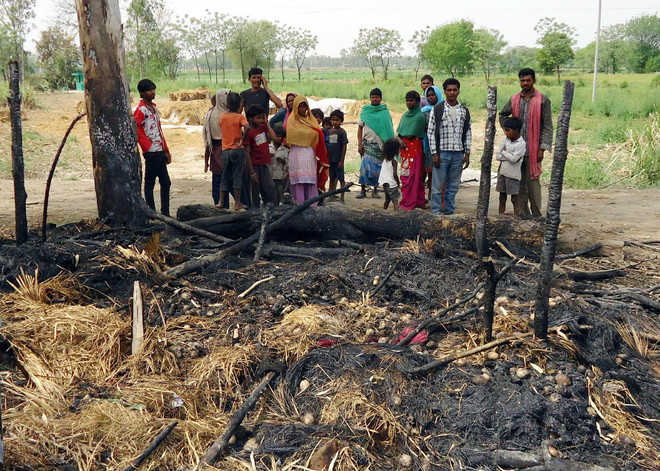 Three of family burnt alive in shanty fire near city