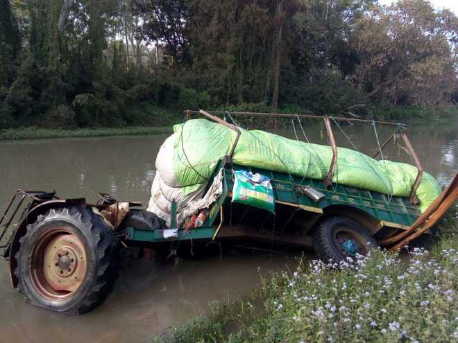 Tractor-trailer plunges into canal