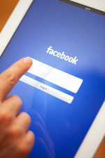 Facebook to begin testing GIF button for comments
