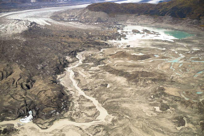Canadian river changes course in 4 days as glacier retreats