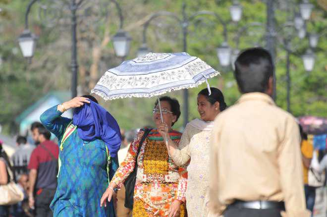 Una sizzles at 43°C as heat wave intensifies