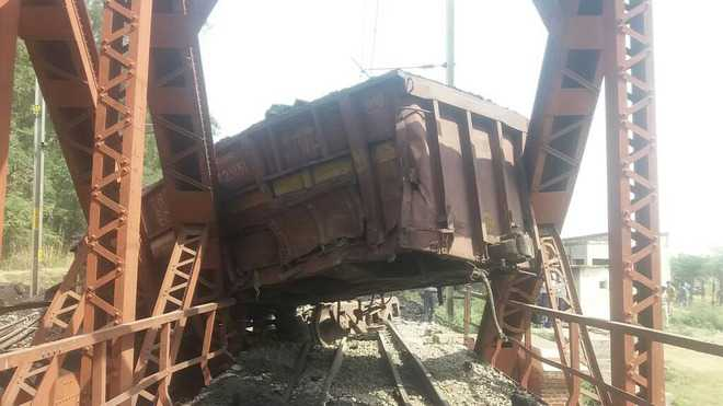 13 wagons of goods train derail