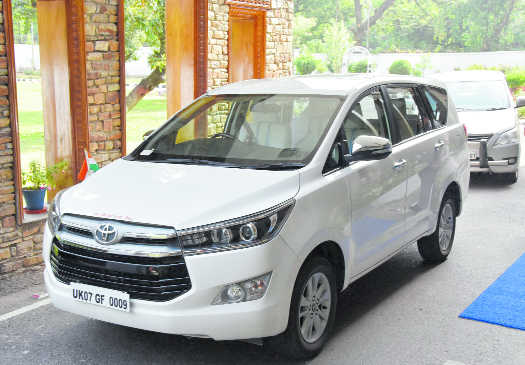 CM Rawat, ministers remove red beacons from their cars