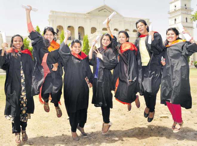 Degrees conferred on over 500 college students