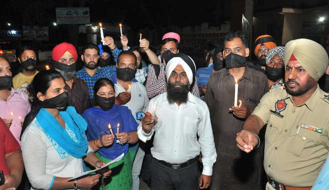Parents protesting fee hike booked in Jalandhar