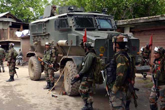 Militants ambush army patrol in Shopian; civilian dead, 2 soldiers injured