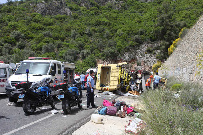 23 killed in Turkey bus falls off cliff