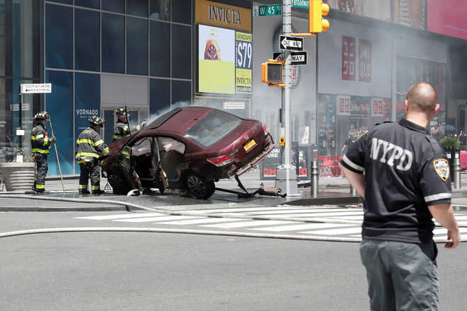Car rams into pedestrians in New York's Times Square, 1 dead 12 injured