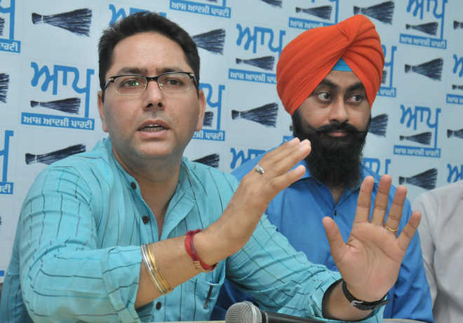 AAP urges Chhotepur, other leaders to return