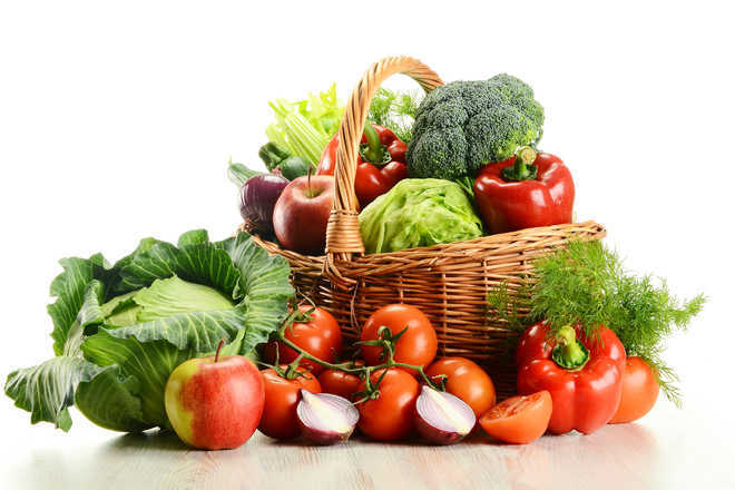 Eating fruits, vegetables secret to looking good: Study