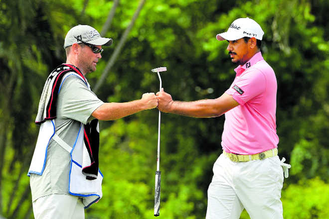 Bhullar zooms into lead, Jeev cards 63