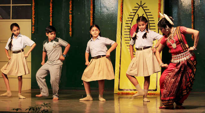 Odissi dance exponent regales students