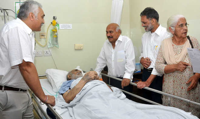 Punjab minister visits author at hospital