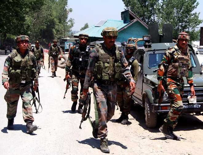 2 Army jawans killed, 4 injured in militant attack on convoy in J&K