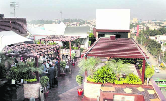 Sky lounges terrace dining on rise in city for Terrace 6 pub indore