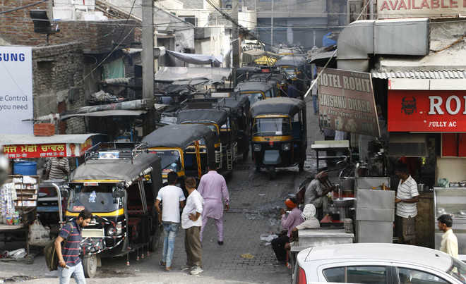 Encroachments leave little space for commuters
