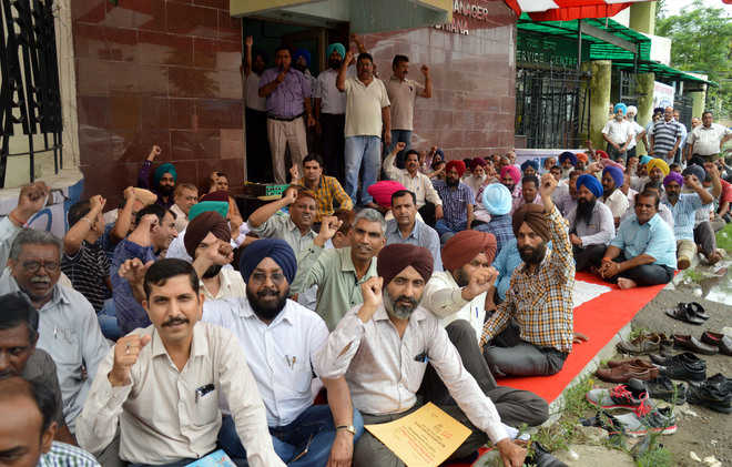 BSNL employees want wage hike
