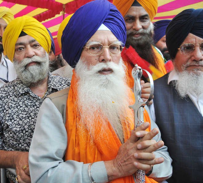 SGPC president condemns tossing of turbans in Punjab Assembly